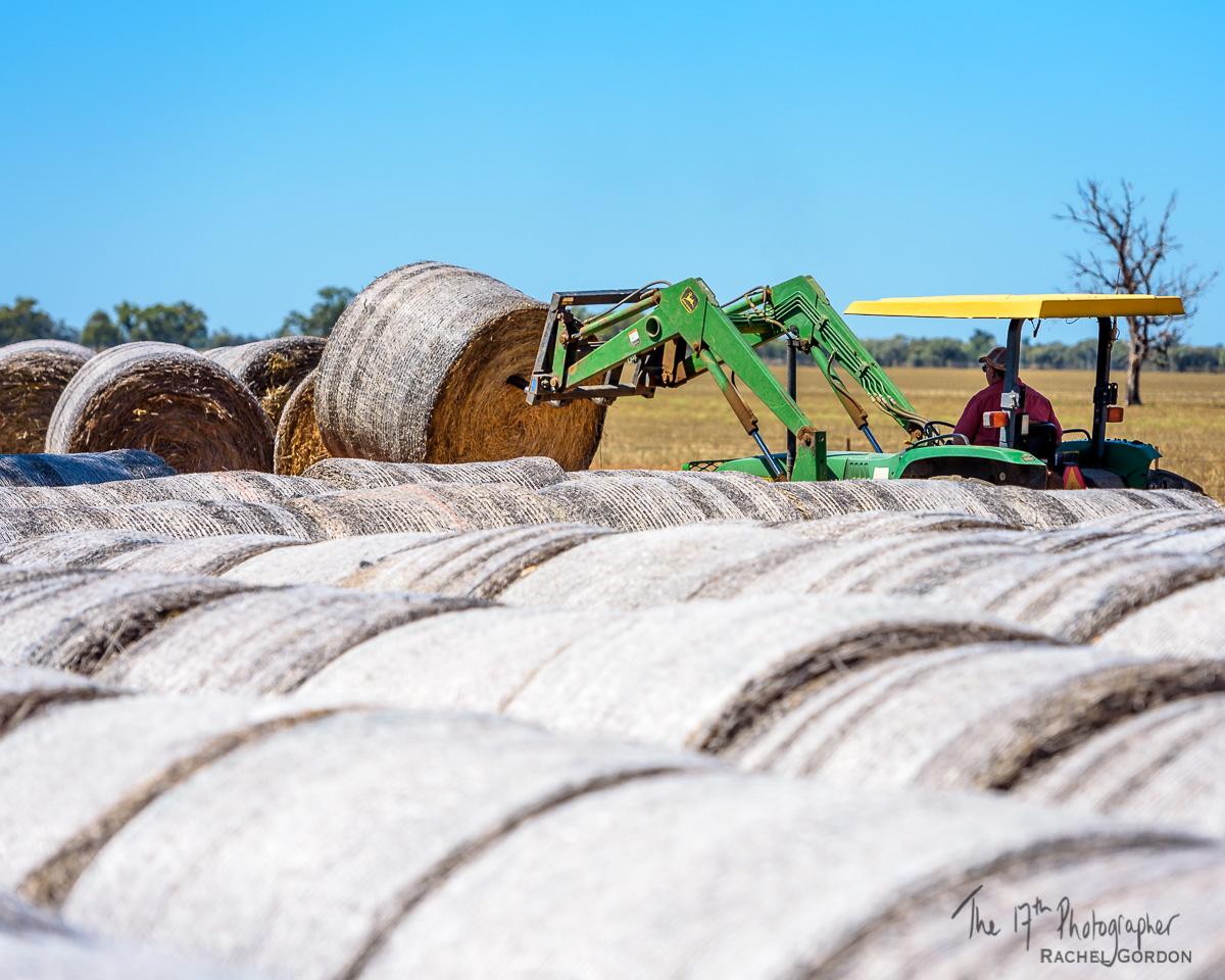 Loading round hay bales